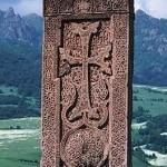 L'Amicale Franco-Arménienne des Hauts-de-Seine installe un «Khatchkar» (Croix de pierre) à Asnières