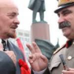 «La place rouge était vide, devant moi marchaient ..» Lénine et Staline…